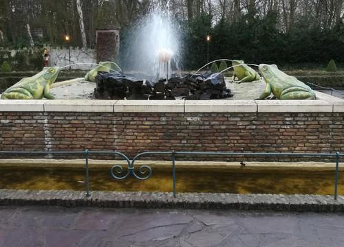 Froschkönig Brunnen