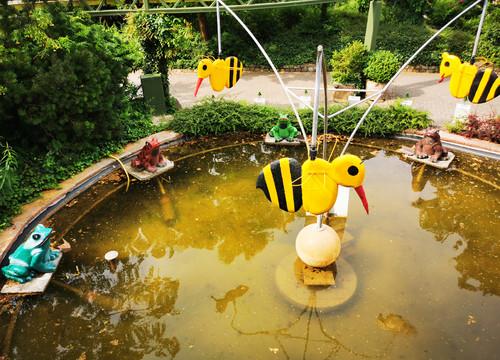 Bienen des Fröschespiel