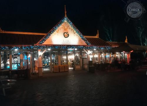 La Place bei Nacht